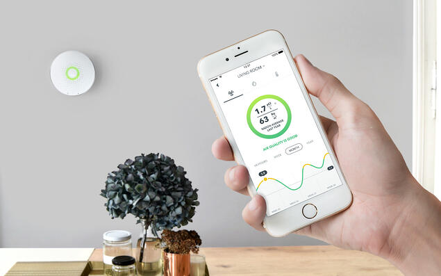 Wave-with-app-lifestyle-AirThings